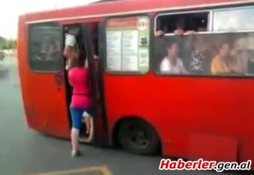 smotrit-na-menya-v-avtobuse
