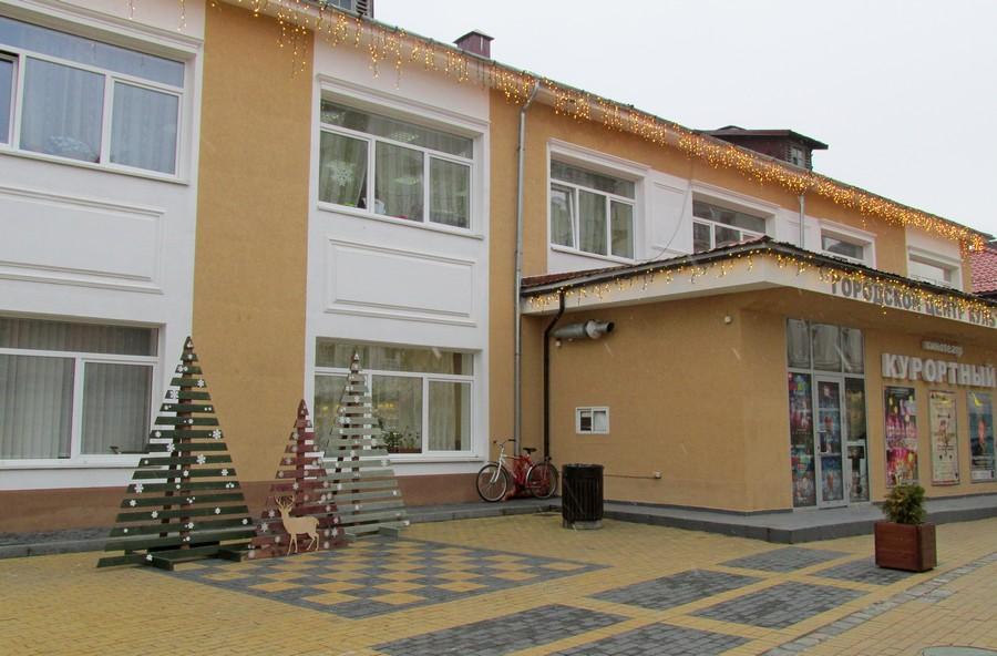 Новогодние ёлки в городах и домах-124479